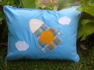 "Bantal-souvenir ultah handmade ""Rocket"""