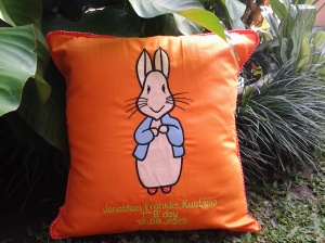 Bantal handmade-peter rabbit orange