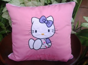 Bantal handmade-hello kitty pink