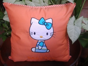 Bantal handmade-hello kitty orange