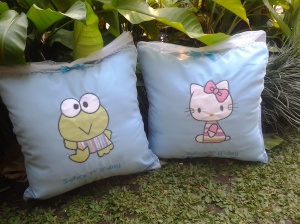 Bantal handmade-hello kitty dan keroppi biru