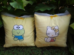 bantal handmade-hello kitty dan keroppi