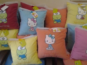 bantal handmade- aplikasi Hello kitty dan keroppi